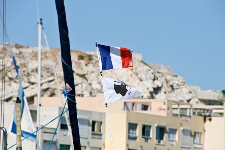 Corse : une tête de Maure qui tourmente le tricolore