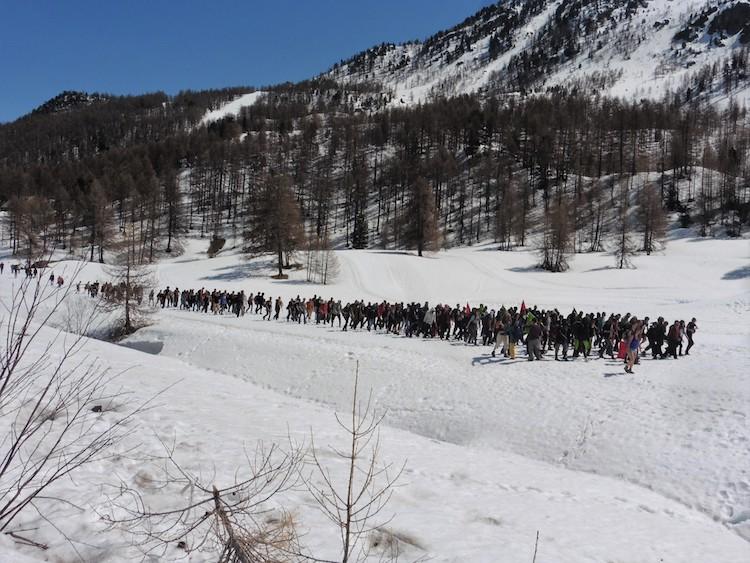 Dans les Alpes, là où des Européens skient, des Africains meurent