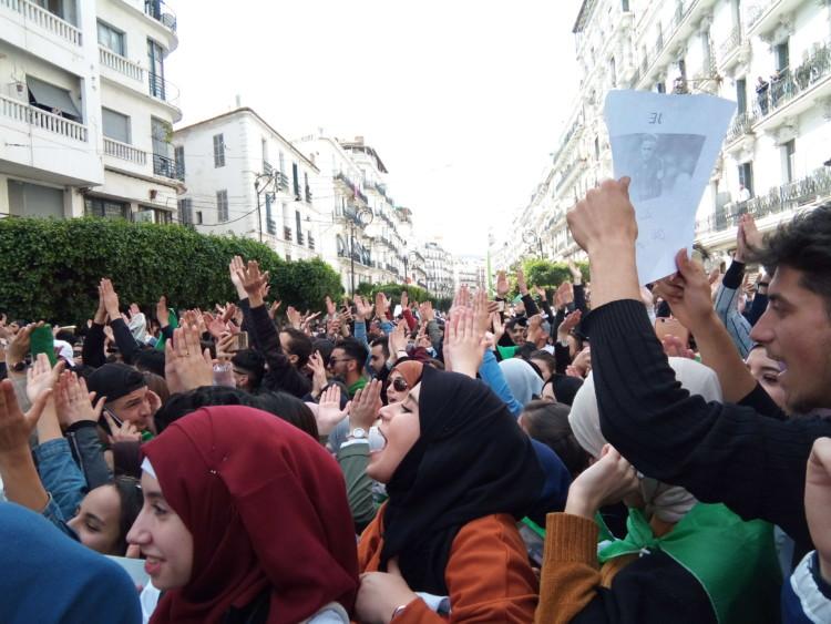 En Algérie, manifester et s'organiser pour obtenir « un vrai changement »