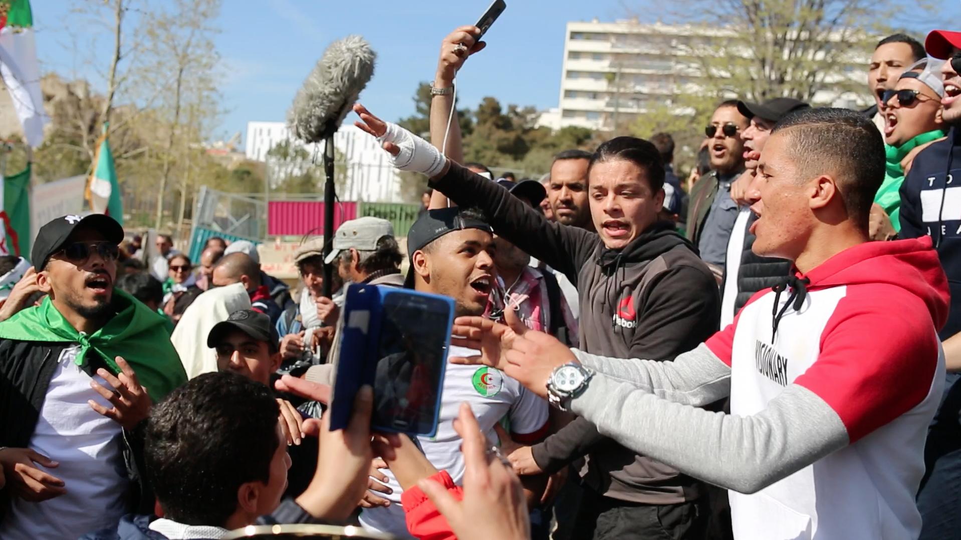 Révolte algérienne, timide écho dans la presse française